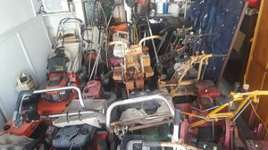 Lawn mowers weed wackers blowers total 40 pieces all different brands reel lawn mowers Honda lawn mowers for Sale in San Diego, CA