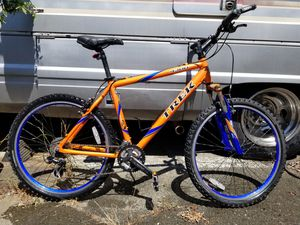 Trek 4300 MTB bike size 19.5 for tall person for Sale in Vallejo, CA