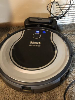 SHARK ION 720 VACUUM for Sale in Cleveland, OH