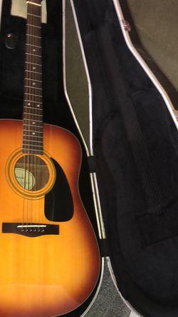 Fender DG-11 sunburst w/hard case for Sale in Hazlet,  NJ