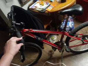 I have a Raleigh Mojave 2.0 18in mountain bike in immaculate shape for Sale in Indianapolis, IN