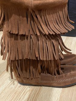Minnetonka Fringe Boot In Brown Suede, Size 8 for Sale in Potomac,  MD