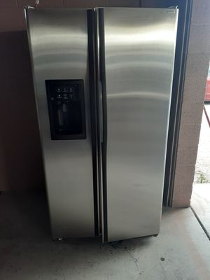 Nice GE stainless steel side by side refrigerator for Sale in North Las Vegas, NV