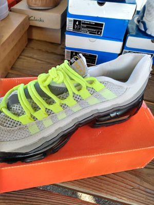 95 air Max fluorescent green white gray for Sale in Millville, NJ