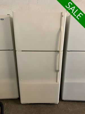 📢📢GE Refrigerator Fridge With Icemaker Beige #1346📢📢 for Sale in Lutherville-Timonium, MD