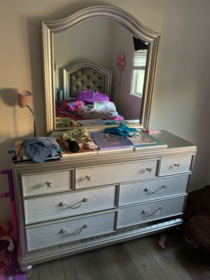 Girls twin bed w/dresser mirror for Sale in Chula Vista, CA