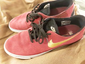 NIKE SB like vans Suede skateboarding shoes mens 13 awesome condition very gently worn for Sale in St. Louis, MO