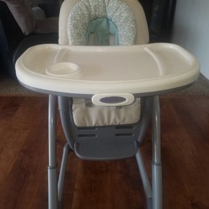 Baby Eating Chair/silla para Bebe for Sale in Sanger, CA