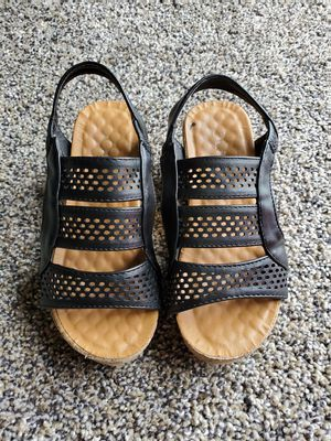 Little girl wedges heels size 10c $4 for Sale in Bakersfield, CA