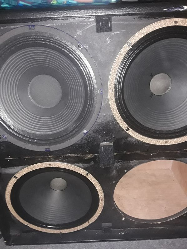 JET CITY CABINET JCA486+***2 CREAMBACK CELESTIONS AND 1 JET CITY SPEAKER.