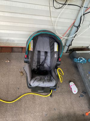 Infant car seat with base for $15 for Sale in VA, US