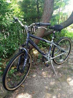 Trek navigator 300 24 speed 17 inch screen 26 inch wheels. Like new for Sale in Independence, OH