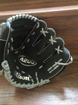 Boys baseball glove for Sale in Pittsburgh, PA