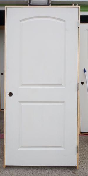 Puertas interiores 36x80 livianas nuevas tengo 2 iscuierdas precio $40 cada una for Sale in Dallas, TX