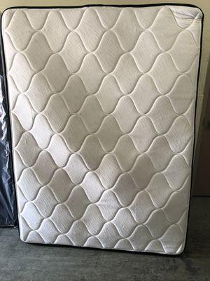 Queen manhattan collection mattress and split queen box for Sale in Detroit, MI