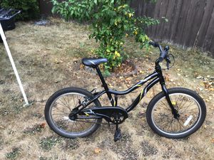 """GIANT mountain bike 24 """" $300 or best offer for Sale in Fairview, OR"""