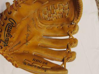 Baseball Glove for Sale in Hemet,  CA