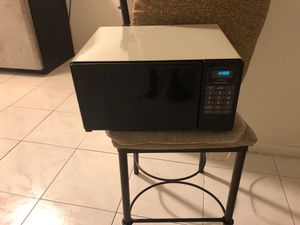 Microwave in excellent condition for Sale in Hollywood, FL