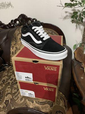 Vans old sckool black/white us men 5.5 us women 7.0 -6.0m-7.5w for Sale in Corona, CA