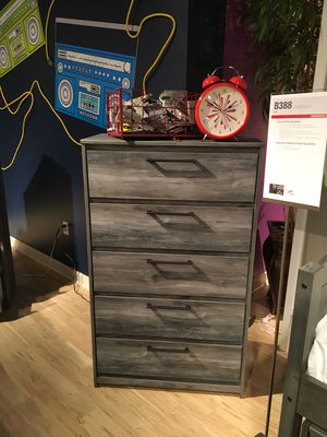 5 Drawer Chest, Rustic Grey for Sale in Downey, CA