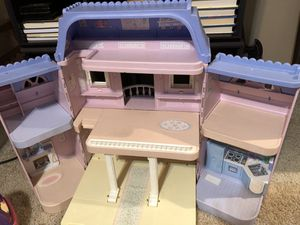 Loving family house and accessories for Sale in Jefferson City, MO