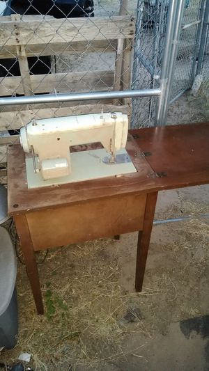 Old school sewing machine for Sale in Monahans, TX
