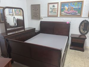 Ronmi Furniture inc. Queen size bedroom set in excellent condition!! for Sale in Plantation, FL