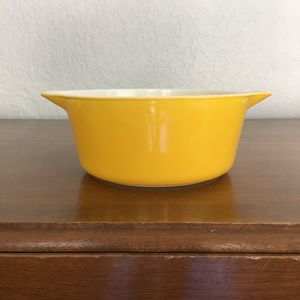 Pyrex bowl, bright yellow, 2 1/2 quart size for Sale in Plantation, FL