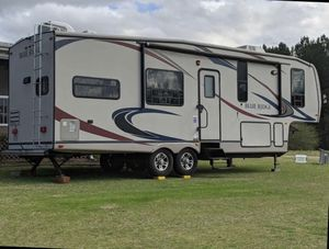 2011 Forest River Blue Ridge 2950RK 5th Wheel Camper for Sale in Raleigh, NC