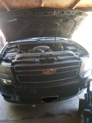 Chevy tahoe parting out engine in good condition all parts for Sale in Long Beach, CA