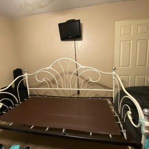 Day Bed, Most Go! for Sale in Fresno, CA