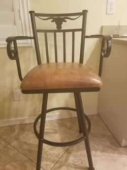 Bar Stools they spin 4 in total, 125 each or 400 for all 4 for Sale in Phoenix,  AZ