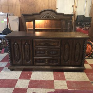 Antique china cabinet - 2 pieces for Sale in Lincoln Park, MI