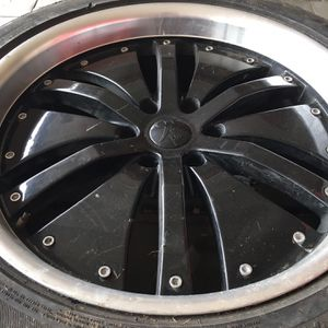 "22"" rims 6 lug 6x5.5 for Sale in Jurupa Valley, CA"
