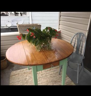 Drop leaf table. for Sale in Lakewood, OH