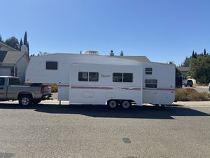 2000 Fleetwood Terry, 28 Foot 5th Wheel Trailer/Camper for Sale in North Highlands, CA