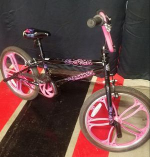 Girls 20th inch mongoose bmx bike. Excellent condition. Seat as small tear for Sale in Chicago, IL