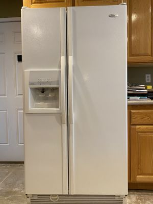 Whirlpool side by side Refrigerator for Sale in Apple Valley, CA