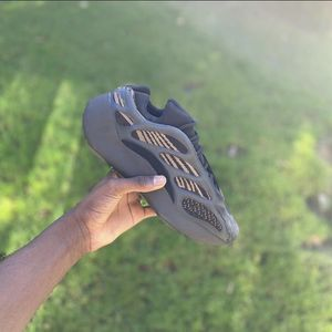 Adidas Yeezy 700 Clay Brown for Sale in Atlanta, GA