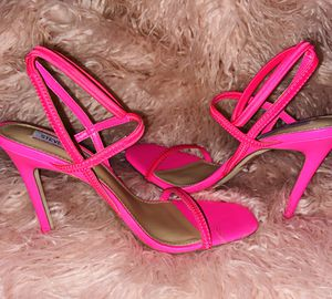 HOT PINK HEELS for Sale in Perris, CA