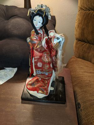Vintage Japanese Nishi doll Geisha holding samarai helmet11inches tall for Sale in Central Point, OR