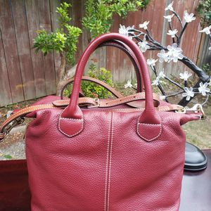 G.I.L.I. Rustic Leather Crossbody with Strap A367347 Burgundy color for Sale in Everett, WA