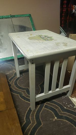 Free Small side table for Sale in Vancouver, WA