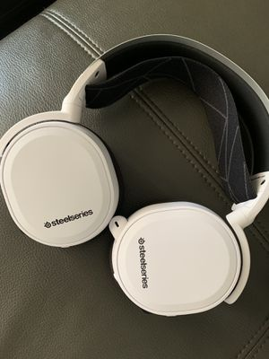 Artic 7 wireless headphones for Sale in undefined