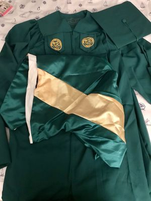 Mason Master's graduation Cap Gown Tussle and Hood. Worn once at my graduation ceremony for Sale in Centreville, VA
