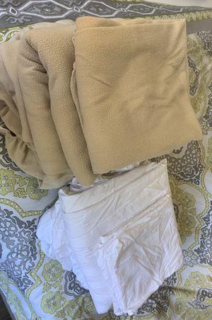 2 Sets of Cal King Sheets for Sale in Rancho Santa Margarita, CA