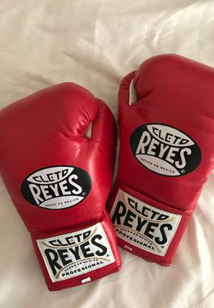 CLETO REYES OFFICIAL🥊GLOVES for Sale in Lynwood, CA