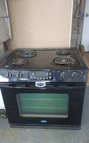 Black Whirlpool Single Gas Oven for Sale in Tampa, FL