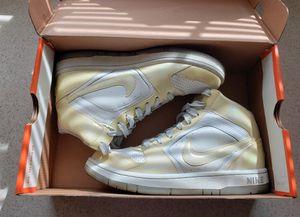 Nike Prestige 2 High   Youth sz 6   Metallic Silver/Grey for Sale in North Las Vegas, NV