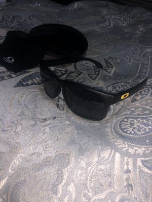 Mens Oakley Holbrook Sunglasses with box for Sale in Mesquite, TX